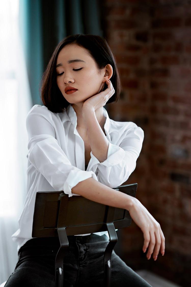 Sonya7ii portraits averie on the chair