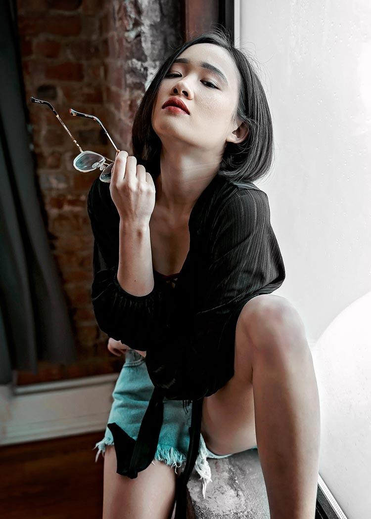 Sonya7ii portraits averie with glasses
